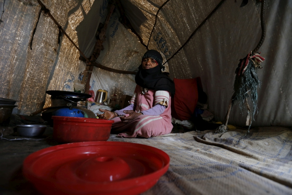 Zahrah, a widow and mother of eight displaced by war, sits in a makeshift shelter in Sana'a, Yemen.  © UNHCR/Mohammed Hamoud