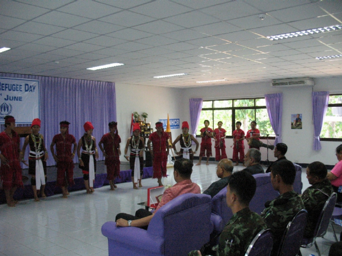 Refugee students from Ban Mai Nai Soi perform Karenni cultural performance at Mae Hong Son Community College on 22 June