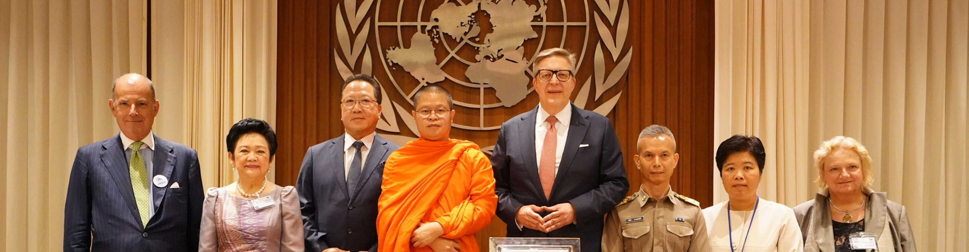 UNHCR ถวายตำแหน่งผู้อุปถัมภ์ UNHCR ด้านสันติภาพ และเมตตาธรรม แด่ ท่าน ว.วชิรเมธี