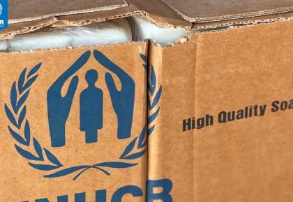 ในซูดาน UNHCR มอบสบู่และอุปกรณ์การป้องกันที่จำเป็นเพื่อลดความเสี่ยงในการแพร่ระบาดของไวรัส COVID-19 ในค่ายผู้ลี้ภัย © UNHCR/Modesta Ndubi