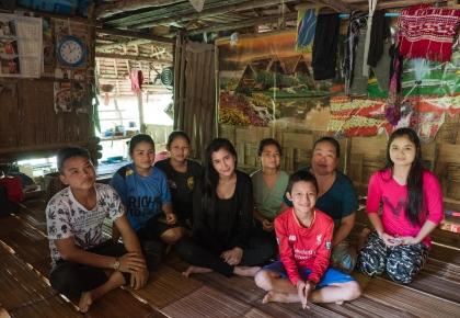 ปูไปรยาเยี่ยมครอบครัวผู้ลี้ภัยบ้านต้นยาง #prayalundberg