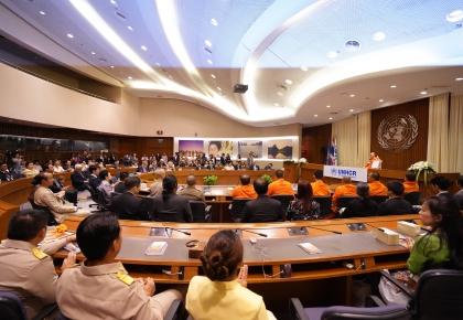 """กรุงเทพฯ - UNHCR ประเทศไทยจัดงานแสดงมุทิตาจิต แด่ท่านว.วชิรเมธี พระนักคิด นักเขียน และนักพัฒนาสังคม ในโอกาสที่ UNHCR ได้ถวายตำแหน่ง """"ผู้อุปถัมภ์ UNHCR ด้านสันติภาพ และเมตตาธรรม"""" ©UNHCR/Songpol Chuapracha"""