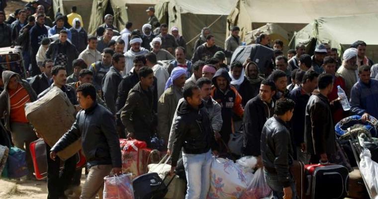 ผู้อพยพรอความช่วยเหลือ และการสัมภาษณ์หลังจากหนีเข้ามาพักพิงในตูนีเซียจากสถานการณ์รุนแรงในลิเบีย