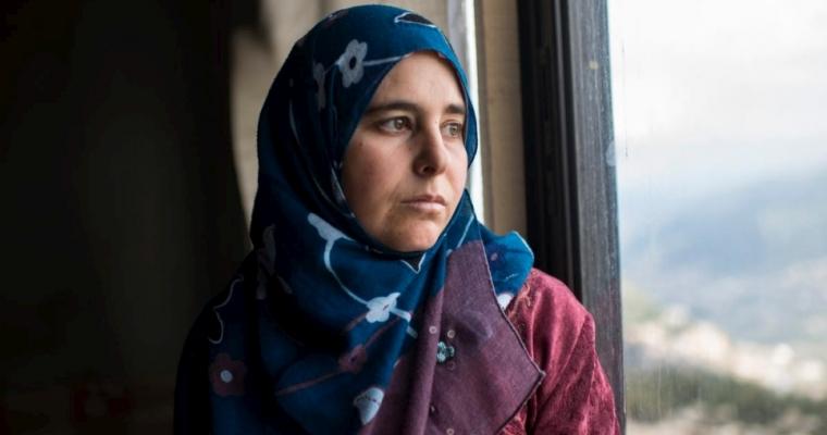 แนสรีน อาห์เม็ด สวี ผู้ลี้ภัยชาวซีเรียที่ทริโปลี ประเทศเลบานอน เดือนมีนาคม ปีพ.ศ. 2557 เธอลี้ภัยจากเมืองฮอมส์ ประเทศซีเรีย พร้อมกับลูกของเธอทั้งสี่คนหลังจากสามีของเธอถูกฆ่าเสียชีวิต  © UNHCR