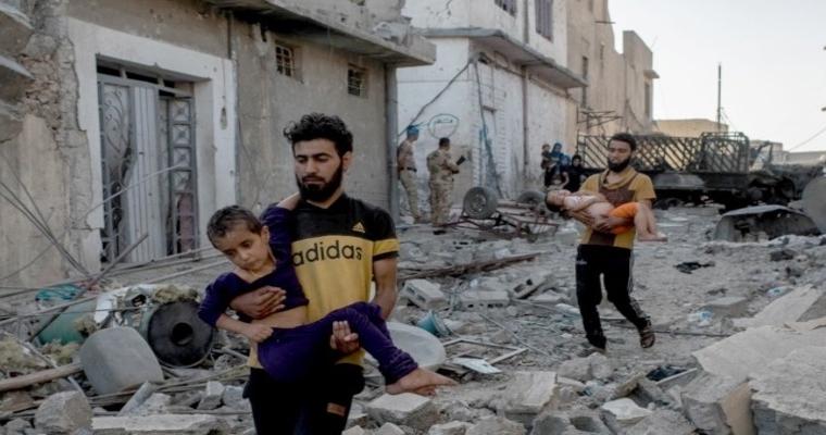 ชาวอิรักหลายคนเล่าให้เราฟังว่า มีกลุ่มติดอาวุธคอยยิงประชาชนที่พยายามหลบหนีจากตัวเมืองโมซุล ในขณะที่คนหลายพันคนติดอยู่ในตัวเมืองและถูกใช้เป็นเกราะกำบัง