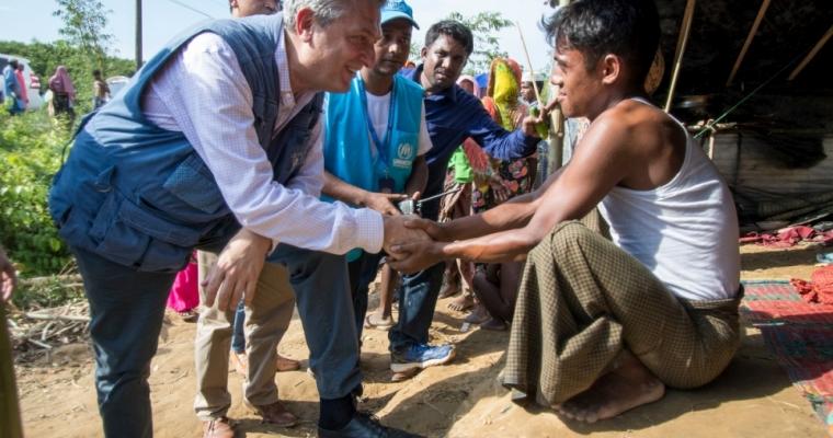 จากการช่วยเหลือมาอย่างต่อเนื่องจนถึงตอนนี้  เขาไม่เคบพบเห็นผู้คนที่ต้องการความช่วยเหลือมากขนาดนี้มาก่อน