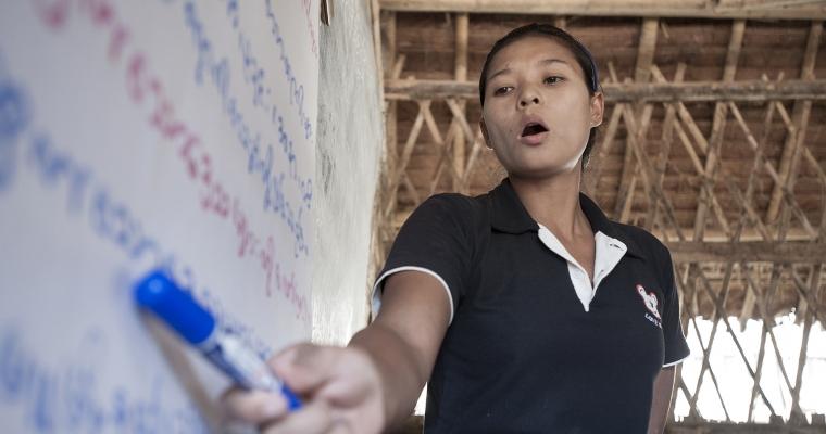 Teacher Su Meh is teaching her students on Karen language for refugee children in the camp.