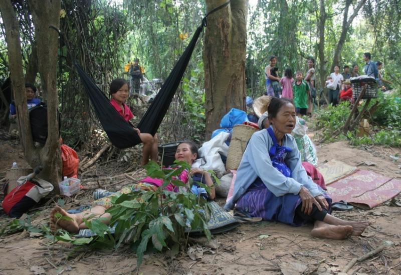 ผู้ลี้ภัยหนีการสู้รบจากประเทศพม่ามาที่ประเทศไทย