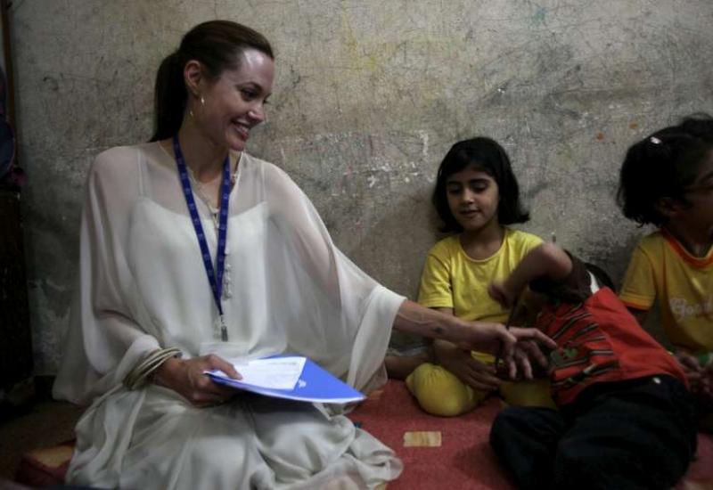 แองเจลิน่า โจลี่ เยี่ยมผู้ลี้ภัยอิรักในซีเรีย