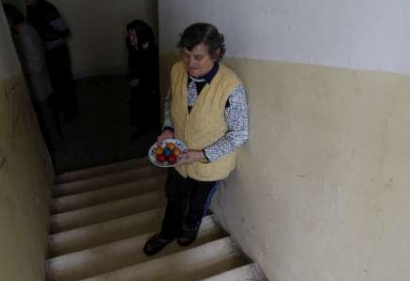แองเจลิน่า โจลี่เยี่ยมผู้พลัดถิ่นในบอสเนีย
