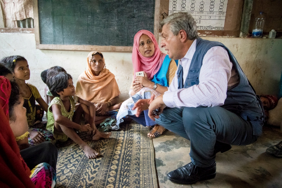 Refugees chief Filippo Grandi this weekend heard at first hand the challenges facing Rohingya refugees in Kutupalong refugee camp in Cox's Bazar, Bangladesh.  © UNHCR/Roger Arnold