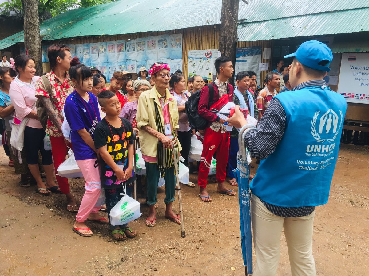 Today over 90 refugees from Mae La temporary shelter in #Thailand are voluntarily returning to #Myanmar.  ©UNHCR/Jennifer Harrison