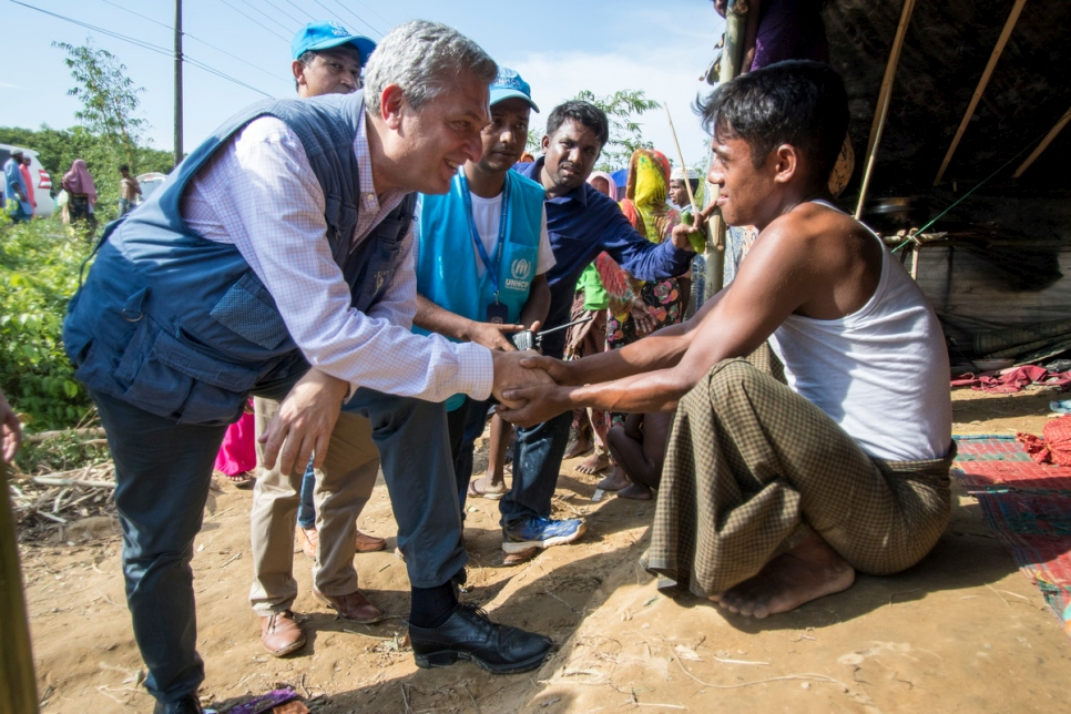 High Commissioner Filippo Grandi talks to a young Rohingya man at Kutupalong camp in Cox's Bazar, Bangladesh, in the wake of a mass exodus of refugees from neighbouring Myanmar.  © UNHCR/Roger Arnold