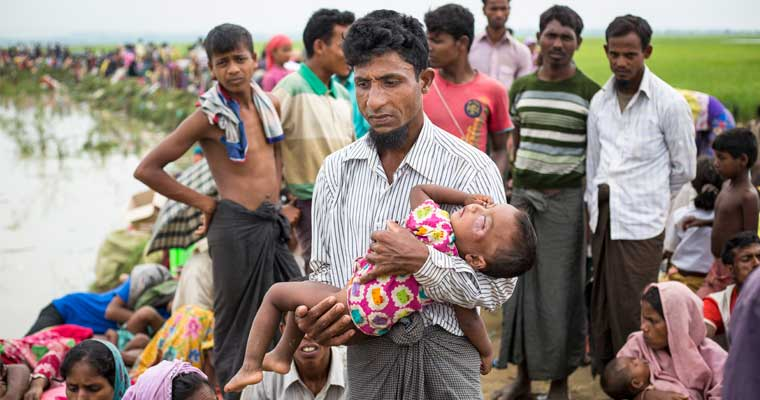 Mohamad Kashim (40) and his daughter Purmin (2) are among thousands of new Rohingya refugee arrivals crossing the border from Myanmar to Bangladesh near near Anjuman Para village.  © UNHCR/Roger Arnold
